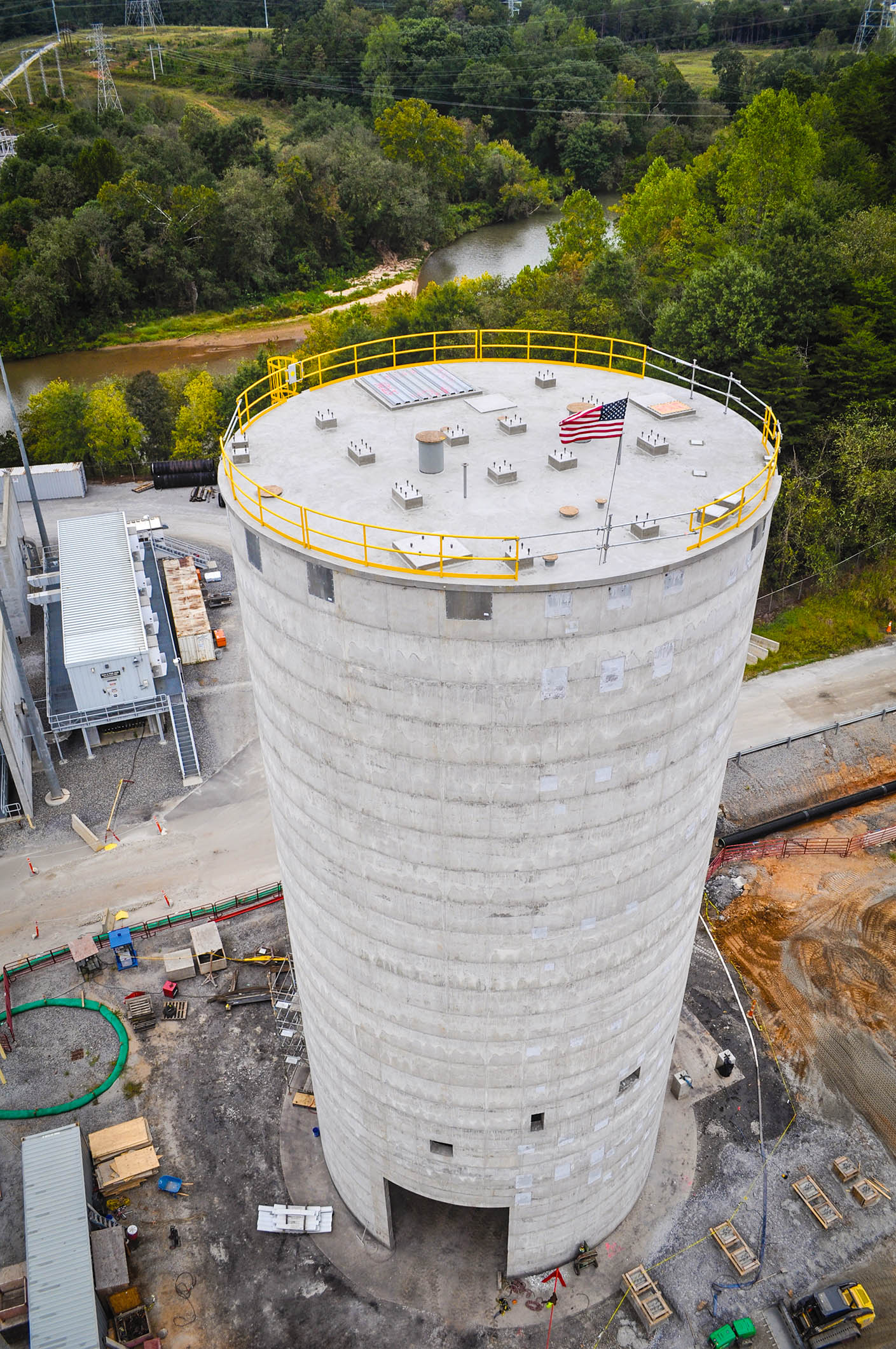 Fly ash silo cleaning