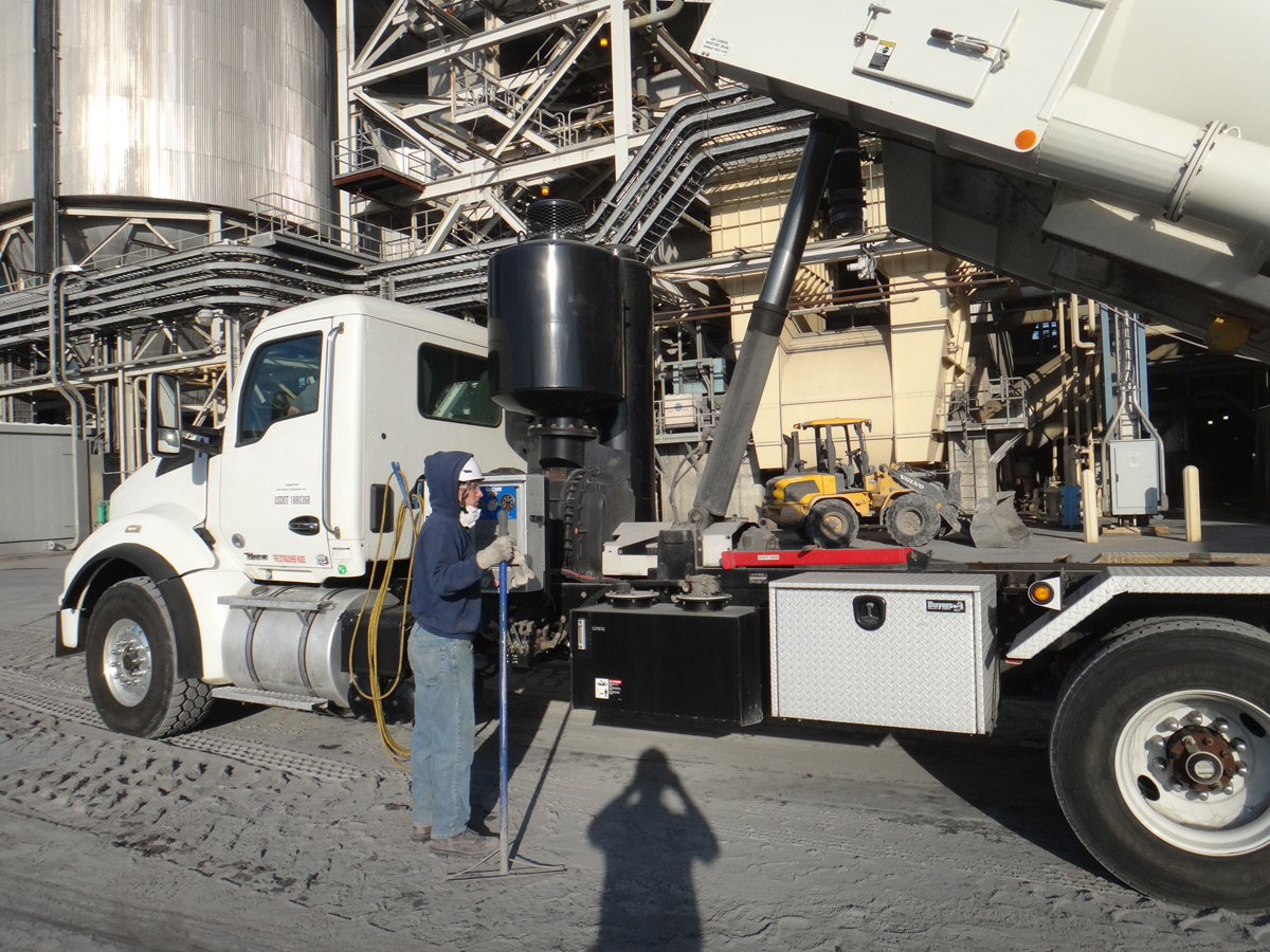 Vacuum Truck for Silo Cleaning